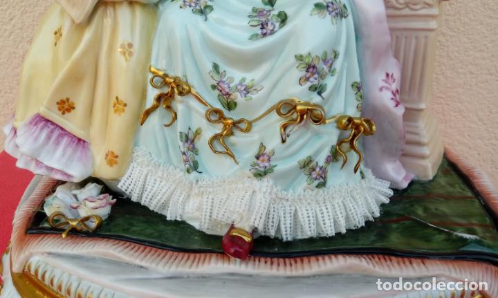 Antigüedades: PORCELANA MEISSEN, FINALES. XIX. REPRESENTA UNA DAMA CON UNA NIÑA TOCANDO EL LAÚD. 35 CMS ALTO. - Foto 9 - 146037770