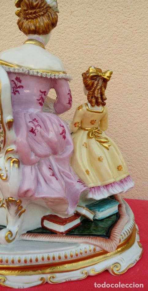 Antigüedades: PORCELANA MEISSEN, FINALES. XIX. REPRESENTA UNA DAMA CON UNA NIÑA TOCANDO EL LAÚD. 35 CMS ALTO. - Foto 15 - 146037770