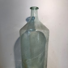 Antigüedades: BOTELLA ANTIGUA DE VIDRIO SOPLADO VERDE. 54CM.. Lote 146062382