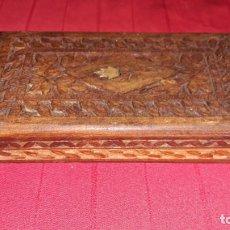 Antigüedades: CAJA DE MADERA TALLADA. Lote 146081430