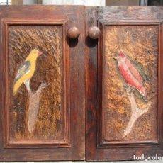 Antigüedades: 2 PUERTAS PEQUEÑAS MADERA TALLADAS. Lote 146091034