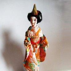 Antigüedades: MUÑECA GEISHA DE BOUDOIR (TOCADOR). 40 CM. ARTESANÍA JAPONESA. AÑOS 50-60 (GEISHA 2). Lote 146142834