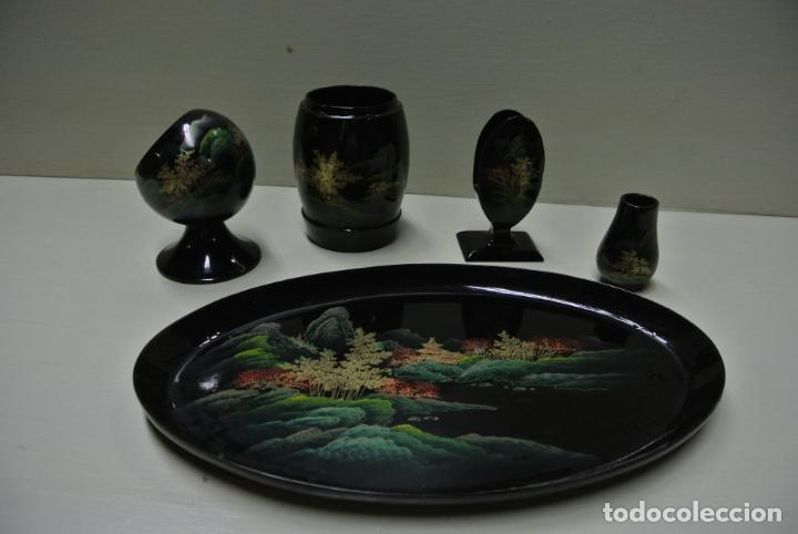 Antigüedades: Juego para escritorio. Madera lacada y pintada a mano. Chino. Oriental, Bandeja, portalapices.. - Foto 2 - 146173418