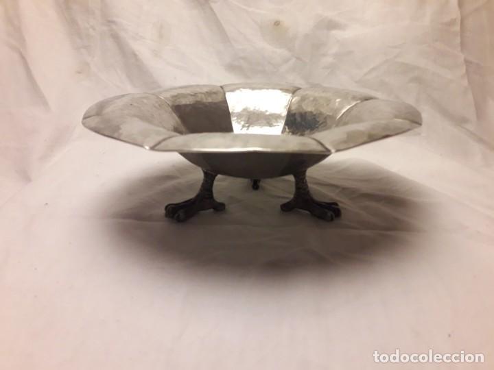 Antigüedades: Bonito centro de mesa de alpaca repujada y cincelada con baño de plata - Foto 2 - 146178010