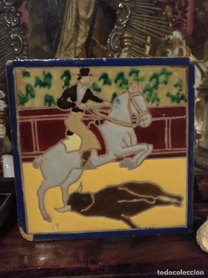 AZULEJO TRIANA TAUROMAQUIA MENSAQUE RODRIGUEZ SEVILLA - LIDIA DEL TORO CABALLO 14X14X1CM CUERDA SECA (Antigüedades - Porcelanas y Cerámicas - Azulejos)