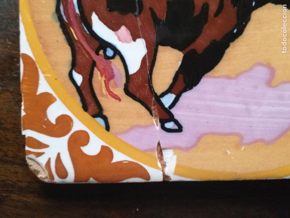 Antigüedades: antiguo azulejo pintado a mano tauromaquia toro torero matador banderillero toreo 15x15 cm sevilla ? - Foto 6 - 146201154