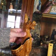 Antigüedades: GRAN BURRO PALILLERO O PARA LOS HUESOS DE ACEITUNA . 20 CM ., CERAMICA PINTADA A MANO. Lote 146213966