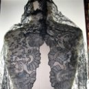 Antigüedades: MANTILLA. ENCAJE BORDADO A MANO SOBRE TUL, DE EXCEPCIONAL FINURA. ESPAÑA. CIRCA 1950. Lote 146220138