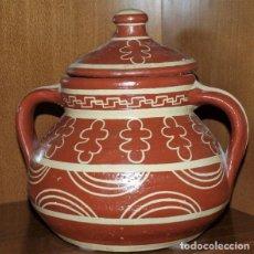 Antigüedades: PUCHERO DE BARRO CON MOTIVOS DECORATIVOS. Lote 146272882