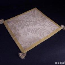 Antigüedades: ANTIGUA CARPETA CORPORAL LITURGICA BLANCA Y CANTO ORO. Lote 146280718