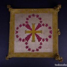 Antigüedades: ANTIGUA CARPETA CORPORAL LITURGICA BLANCA Y CANTO ORO CON BORDADO . Lote 146281362