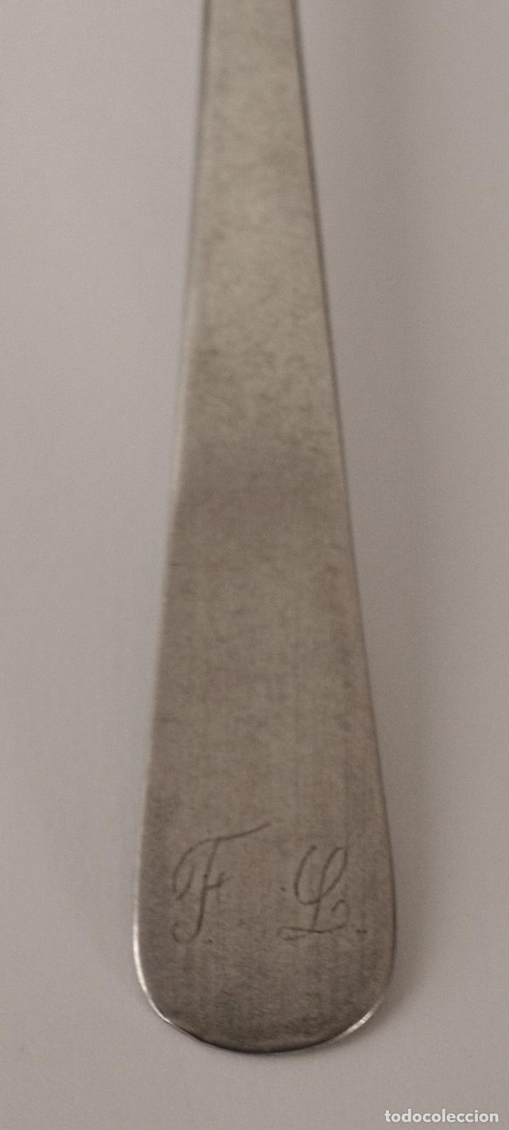 Antigüedades: TENEDOR DE PLATA DE LEY CONTRASTADA. S. XIX. 31 GRAMOS. 17,5 CM LARGO. VER FOTOS Y DESCRIPCION - Foto 4 - 146293258
