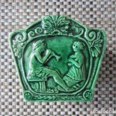 Antigüedades: CERÁMICA - CAJA - PORCELANA - PORTUGAL - CALDAS DA RAINHA BORDALHO, HACIA 1950 + INFO.. Lote 146313394