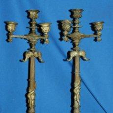 Antigüedades: (M) ANTIGUA PAREJA DE CANDELABROS DE BRONCE S.XIX TEMA ANIMAL Y FLORAL . CANDELEROS DE TRES. Lote 146357266