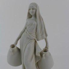 Antigüedades: FIGURA DE PORCELANA BISCUIT JOVEN CON CANTAROS.PRINCIPIOS DE SIGLO XX.. Lote 146360570