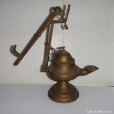 Antigüedades: ANTIGUA LAMPARA DE ACEITE DE BRONCE. APLIQUE PARA LA PARED.. Lote 146365738