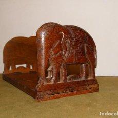 Antigüedades: SUJETA LIBROS EXTENSIBLE EN MADERA DE CAOBA, FF.S. XIX. MUY BUEN ESTADO.. Lote 146412610