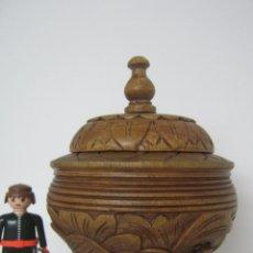 Antigüedades: ANTIGUA CAJA TALLADA EN MADERA FORMA DE CALIZ - TABACO O TE. Lote 146439438