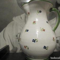 Antigüedades: JARRA CON FLORECILLAS PUENTE DEL ARZOBISPO FIRMA CASAS-RARO. Lote 146447822