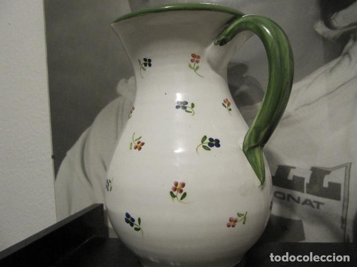 Antigüedades: JARRA CON FLORECILLAS PUENTE DEL ARZOBISPO FIRMA CASAS-RARO - Foto 3 - 146447822