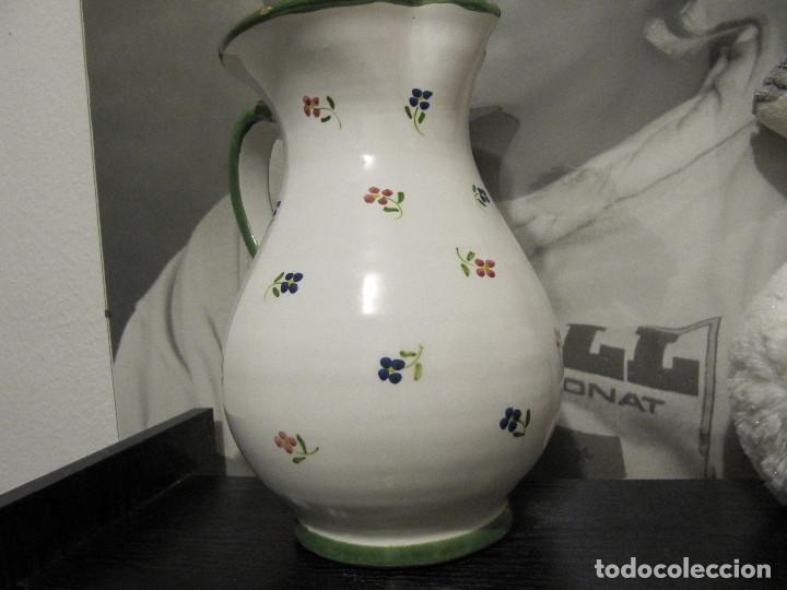 Antigüedades: JARRA CON FLORECILLAS PUENTE DEL ARZOBISPO FIRMA CASAS-RARO - Foto 5 - 146447822