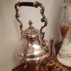 Antigüedades: GRANDE CAFETERA CON SOPORTE Y QUEMADOR EN PLATA ESPAÑOLA CONTRASTE ESTRELLA Y MARCA PLATERO. Lote 146448374