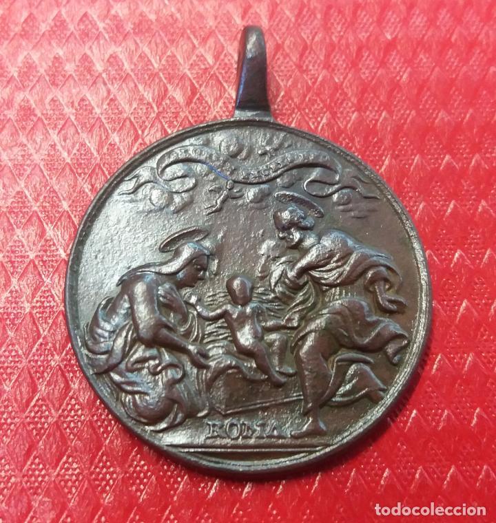 - 4,6 CMTS- GRAN MEDALLA SIGLO XVIII.SAGRADA FAMILIA Y PASION DE JESUCRISTO (Antigüedades - Religiosas - Medallas Antiguas)