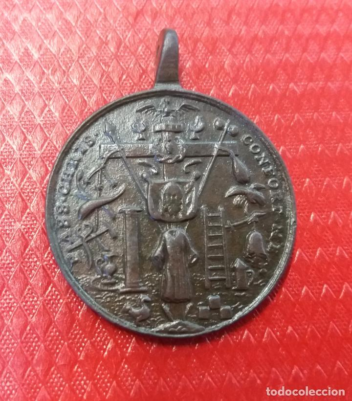 Antigüedades: - 4,6 cmts- gran medalla siglo XVIII.Sagrada familia y pasion de Jesucristo - Foto 2 - 146452726