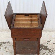 Antigüedades: COSTURERO EN MADERA DE ROBLE. Lote 146467930