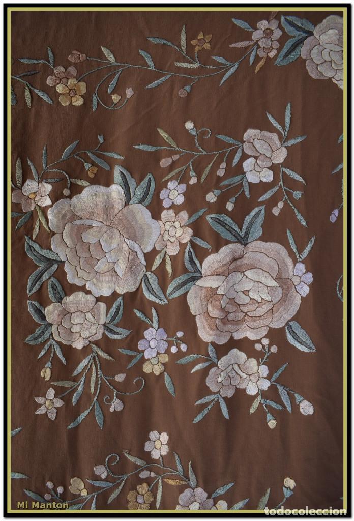 Antigüedades: Mantón de Manila en elegante color visón con bellos colores de flores difuminados - Foto 4 - 144881914