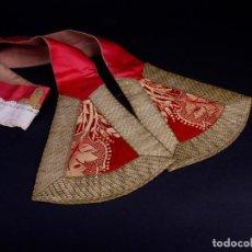 Antigüedades: ANTIGUA ESTOLA ROJA CON BORDADOS ORO. Lote 146502838