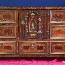 Antigüedades: BARGUEÑO ITALIANO, ÚLTIMO TERCIO S. XVIII. MADERA DE NOGAL CON MARQUETERÍA DE BOJ Y PLACAS DE CAREY.. Lote 146515642