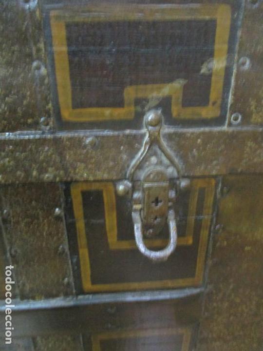 Antigüedades: Bonito Baúl Antiguo - Madera y Metal - Asas de Cuero - 77 cm Ancho - S. XIX - Foto 6 - 146531074