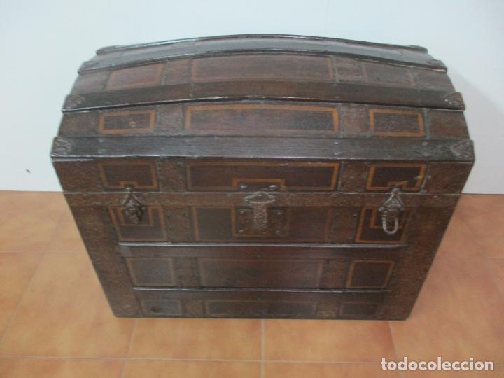 Antigüedades: Bonito Baúl Antiguo - Madera y Metal - Asas de Cuero - 77 cm Ancho - S. XIX - Foto 7 - 146531074