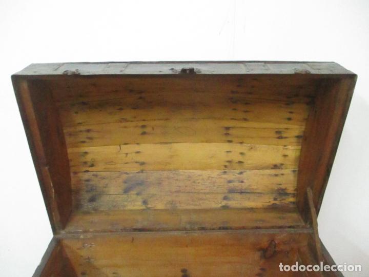 Antigüedades: Bonito Baúl Antiguo - Madera y Metal - Asas de Cuero - 77 cm Ancho - S. XIX - Foto 11 - 146531074