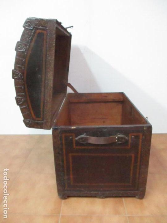 Antigüedades: Bonito Baúl Antiguo - Madera y Metal - Asas de Cuero - 77 cm Ancho - S. XIX - Foto 13 - 146531074