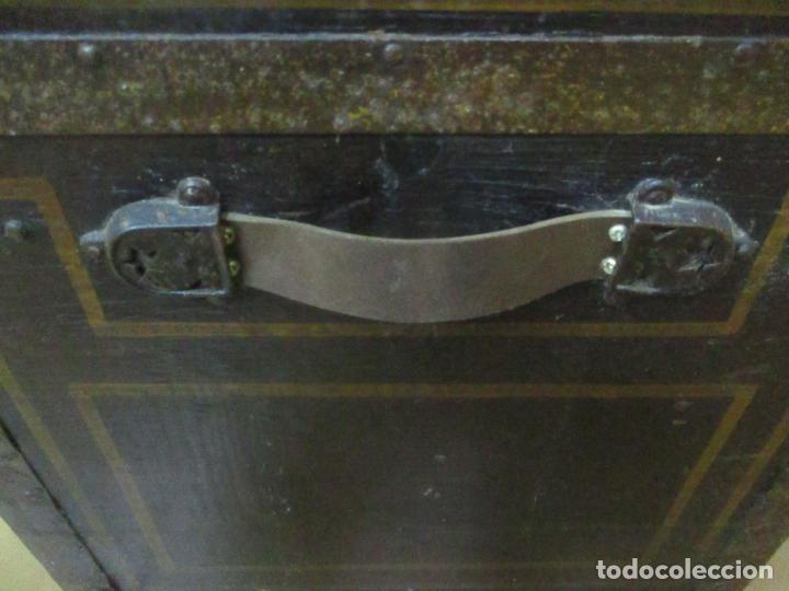 Antigüedades: Bonito Baúl Antiguo - Madera y Metal - Asas de Cuero - 77 cm Ancho - S. XIX - Foto 14 - 146531074
