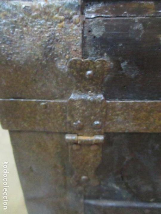 Antigüedades: Bonito Baúl Antiguo - Madera y Metal - Asas de Cuero - 77 cm Ancho - S. XIX - Foto 17 - 146531074