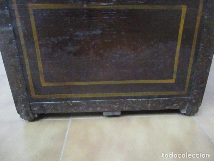 Antigüedades: Bonito Baúl Antiguo - Madera y Metal - Asas de Cuero - 77 cm Ancho - S. XIX - Foto 20 - 146531074