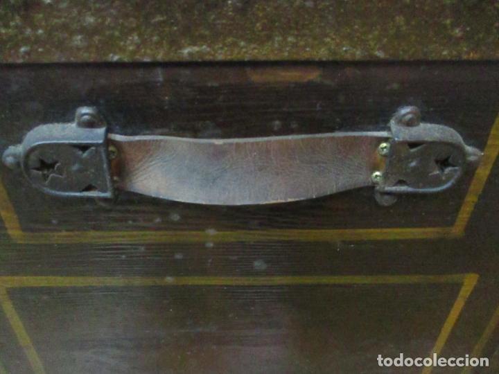 Antigüedades: Bonito Baúl Antiguo - Madera y Metal - Asas de Cuero - 77 cm Ancho - S. XIX - Foto 21 - 146531074