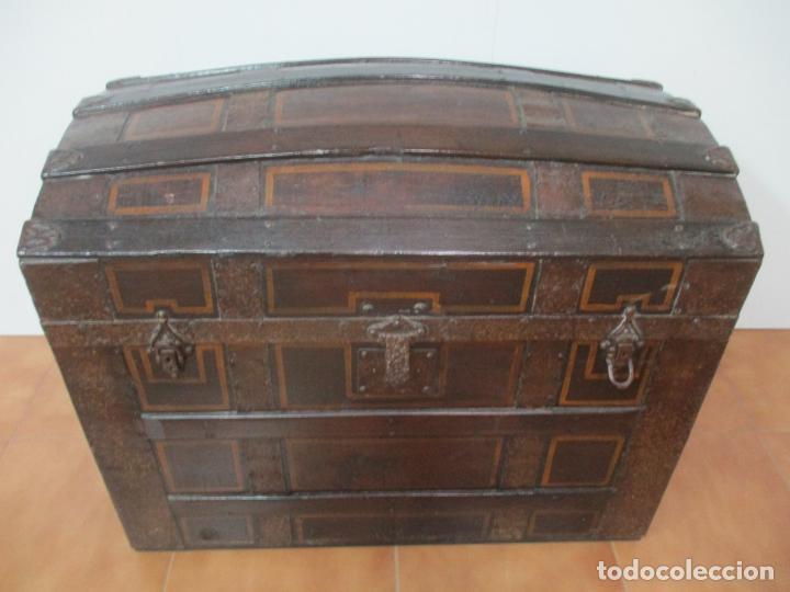 Antigüedades: Bonito Baúl Antiguo - Madera y Metal - Asas de Cuero - 77 cm Ancho - S. XIX - Foto 23 - 146531074