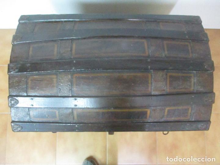 Antigüedades: Bonito Baúl Antiguo - Madera y Metal - Asas de Cuero - 77 cm Ancho - S. XIX - Foto 24 - 146531074