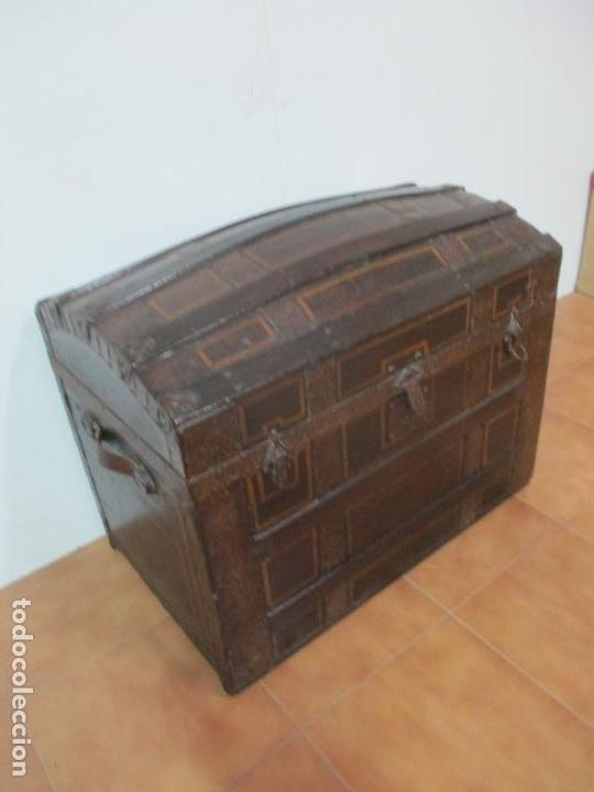 Antigüedades: Bonito Baúl Antiguo - Madera y Metal - Asas de Cuero - 77 cm Ancho - S. XIX - Foto 27 - 146531074