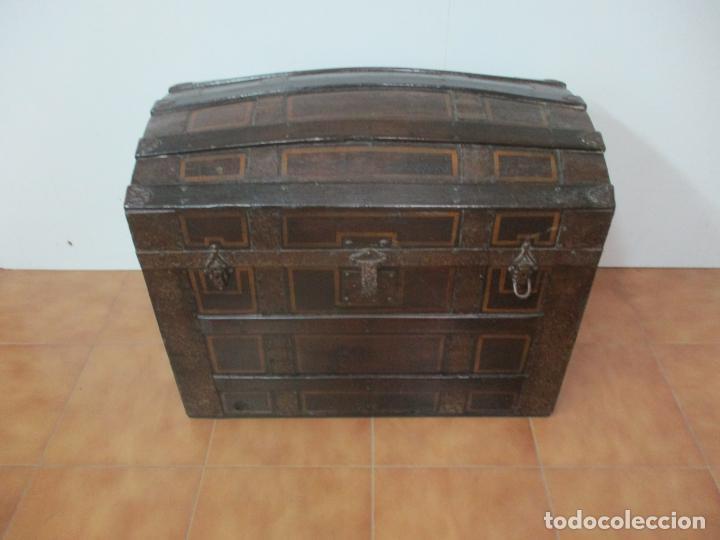 Antigüedades: Bonito Baúl Antiguo - Madera y Metal - Asas de Cuero - 77 cm Ancho - S. XIX - Foto 28 - 146531074