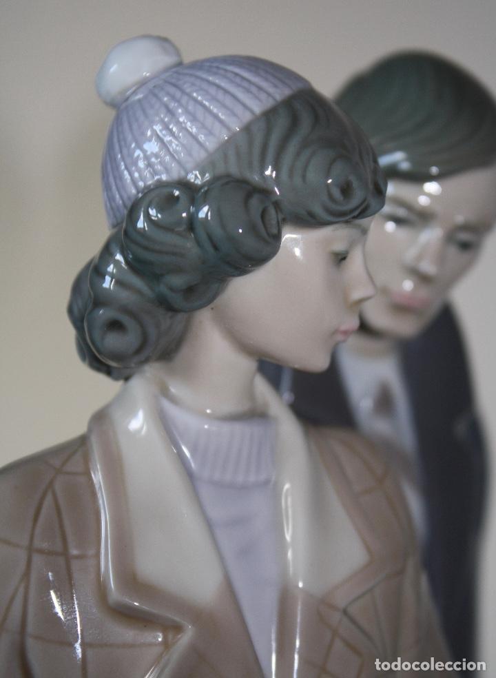 Antiques: Figura porcelana Lladro de pareja de viaje - Foto 9 - 146533510
