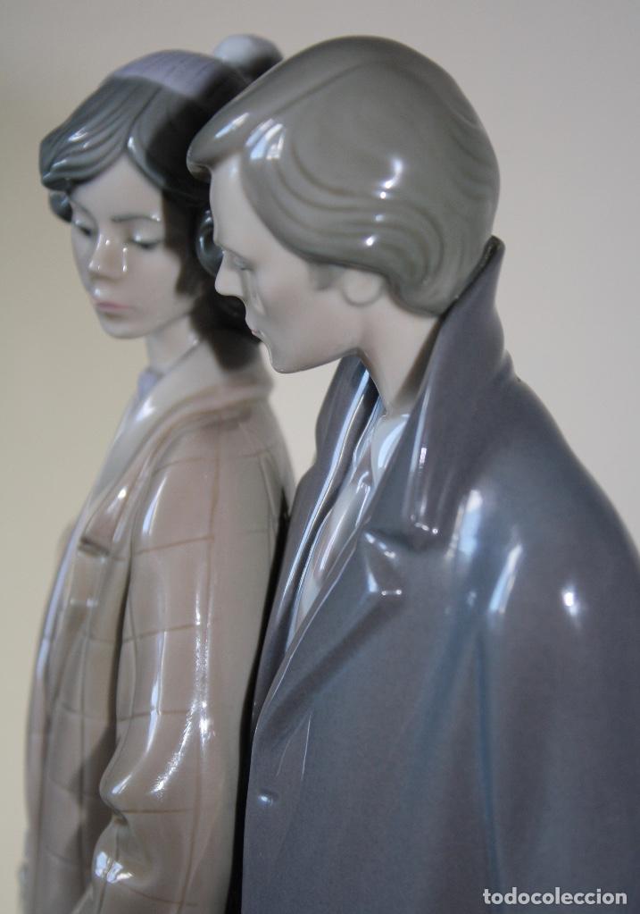 Antiques: Figura porcelana Lladro de pareja de viaje - Foto 10 - 146533510
