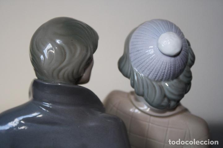 Antiques: Figura porcelana Lladro de pareja de viaje - Foto 11 - 146533510