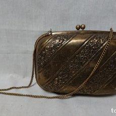 Antigüedades: ANTIGUO BOLSO METÁLICO DORADO DE FIESTA . Lote 146552950