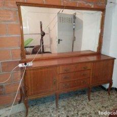 Antigüedades: ANTIGUO GRAN MUEBLE DE MADERA CON ESPEJO GRANDE SOLO RECOGIDA EN ALMERIA O GUADIX GRANADA. Lote 146612414
