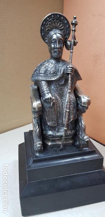 FIGURA DE SANTIAGO APOSTOL DE PLATA DE LEY CON PEDESTAL (Antigüedades - Religiosas - Varios)
